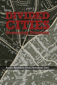 Book cover: Divided cities av