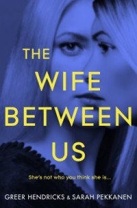 Omslagsbild: The wife between us av