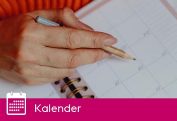 Hand som skriver med penna i kalender